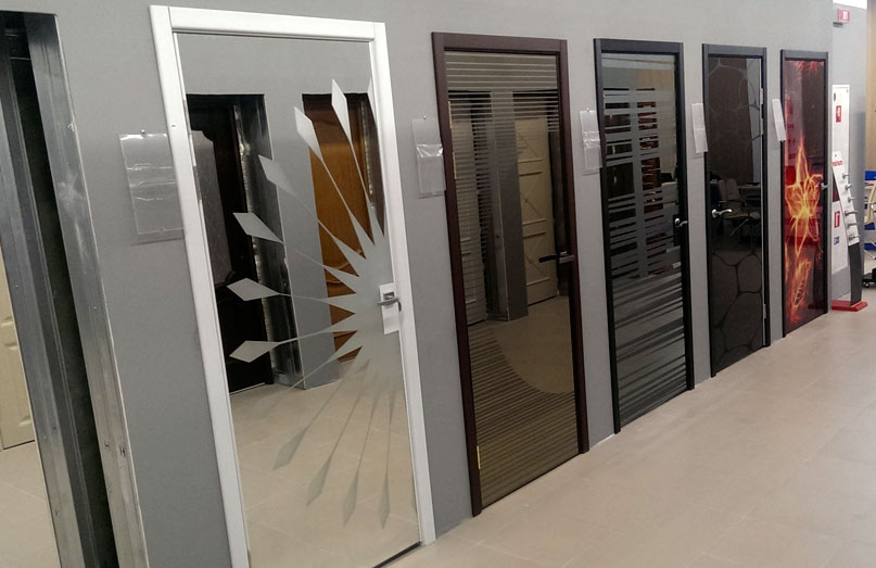 Зеркальные двери в ассортименте