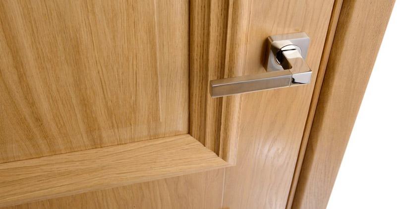 Дверь с покрытием из двухромного ламинатина