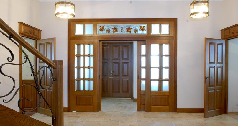 Дверь с фрамугой из стекла