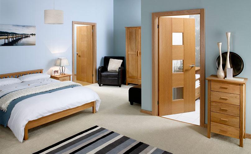 Ламинированная дверь в спальне