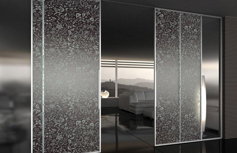 Двери из стекла с узорами