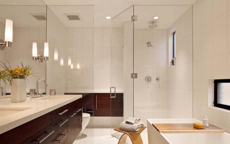 Дверь в ванной из стекла