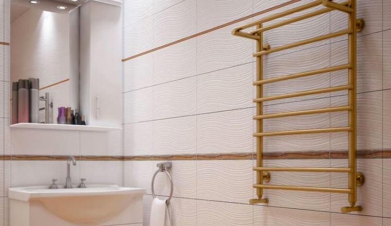 Бронзовый полотенцесушитель в дизайне ванной
