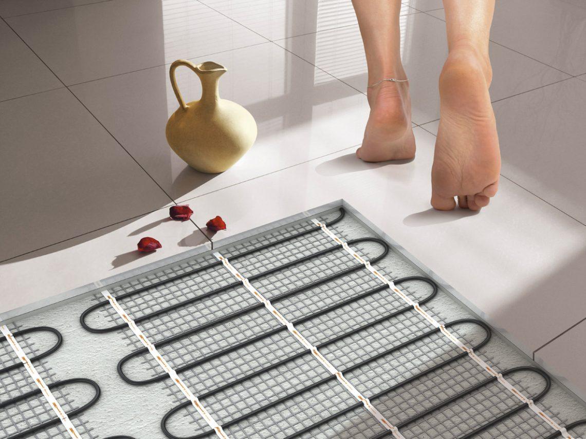 Как сделать электрический теплый пол в ванной своими руками .