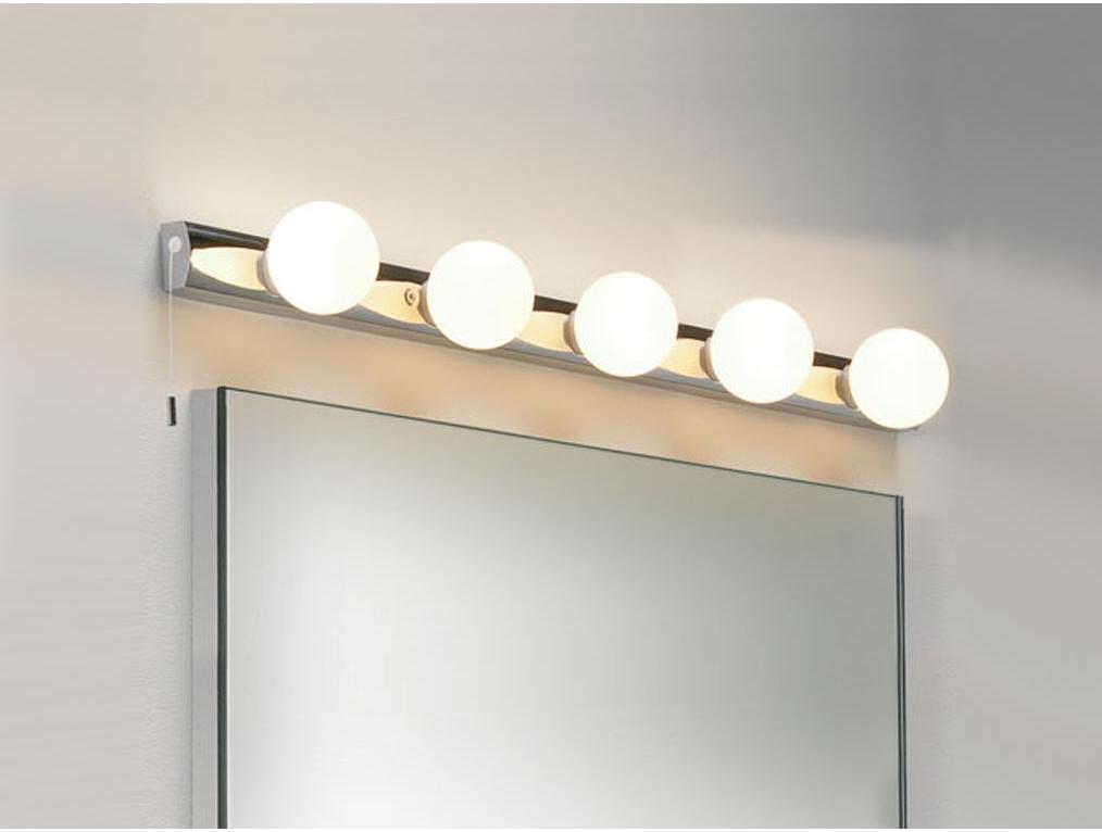 Зеркало и светильники