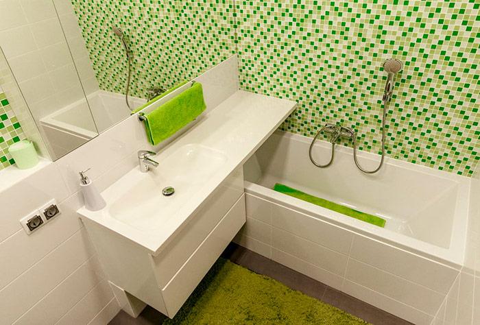 зелено-белая ванная