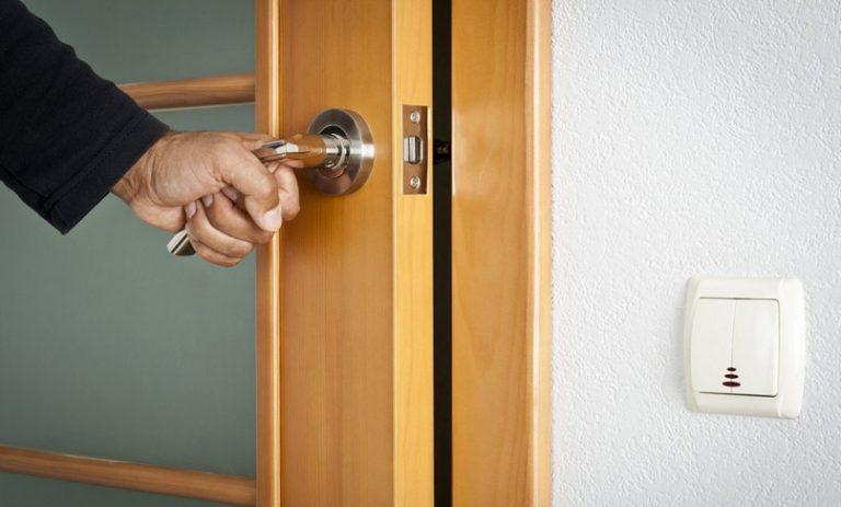 Как починить межкомнатные двери